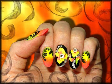 faux ongles en gel orange jaune et noir nail art 3d et strass