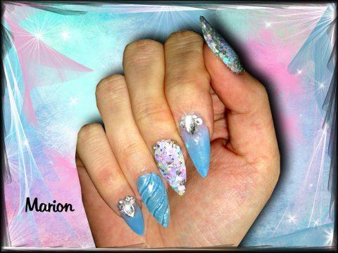 ongles gel capsules bleu pastel paillettes licorne