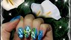 pose d'ongle en gel bleu, effet nacré, nacre fleur 3d