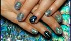 pose d'ongle en gel nacre bleue et noir