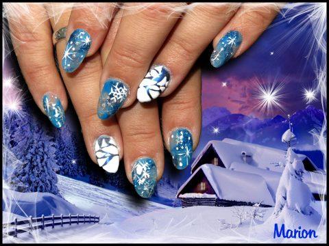 pose d'ongle en résine bleue flocon de neige