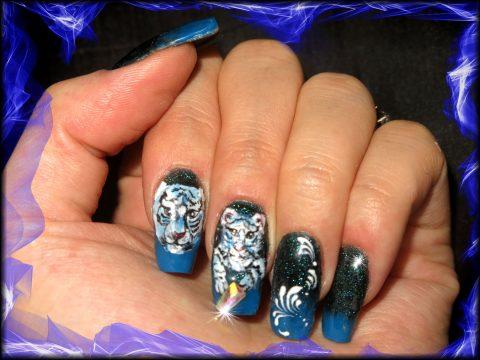 faux ongles gel chablon tiigre noir et bleu